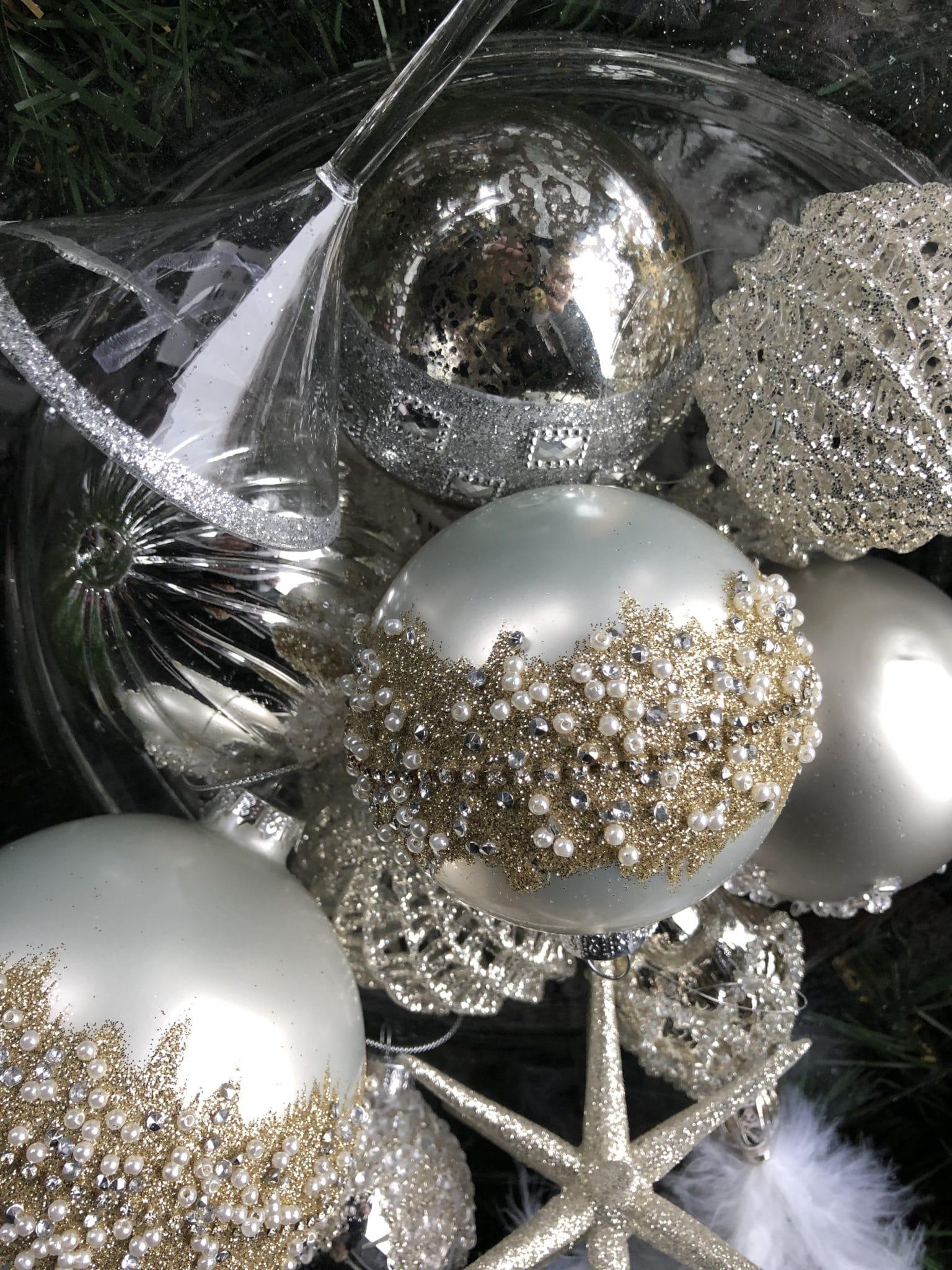 Lekre munnblåste julekuler i glass